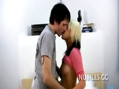 lad cums on girl&#1194 s face